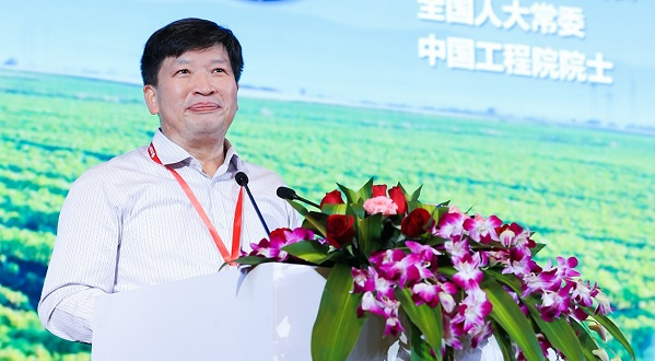中国科学技术协会副主席、中国工程院副院长、全国人大常委、中国工程院院士邓秀新