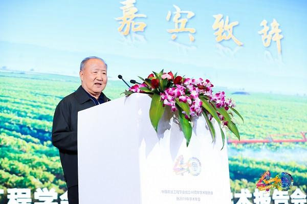农业部原常务副部长、中国农业工程学会第五届理事长刘成果