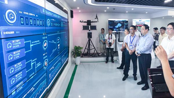 万博怎么下载云农副总经理吴家满向领导介绍大数据平台