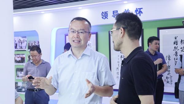 赵喜凯局长现场参观了万博怎么下载云农展厅